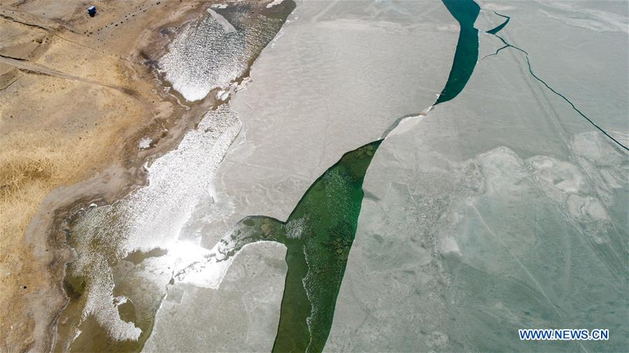 China's largest lake starts to thaw