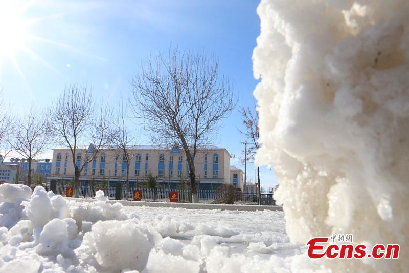 Northwestern Xinjiang hit by heavy snow
