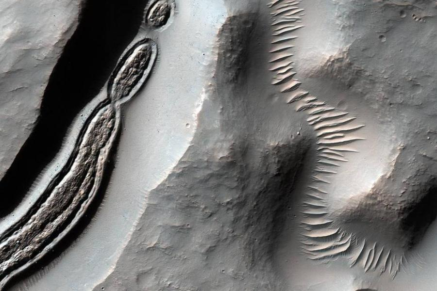 Mars Reconnaissance Orbiter shows amazing images