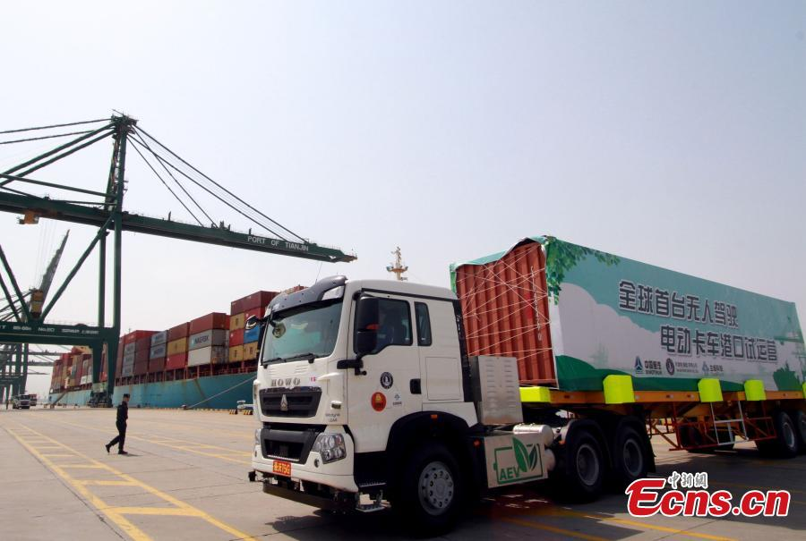 World's first driverless electric truck in Tianjin test