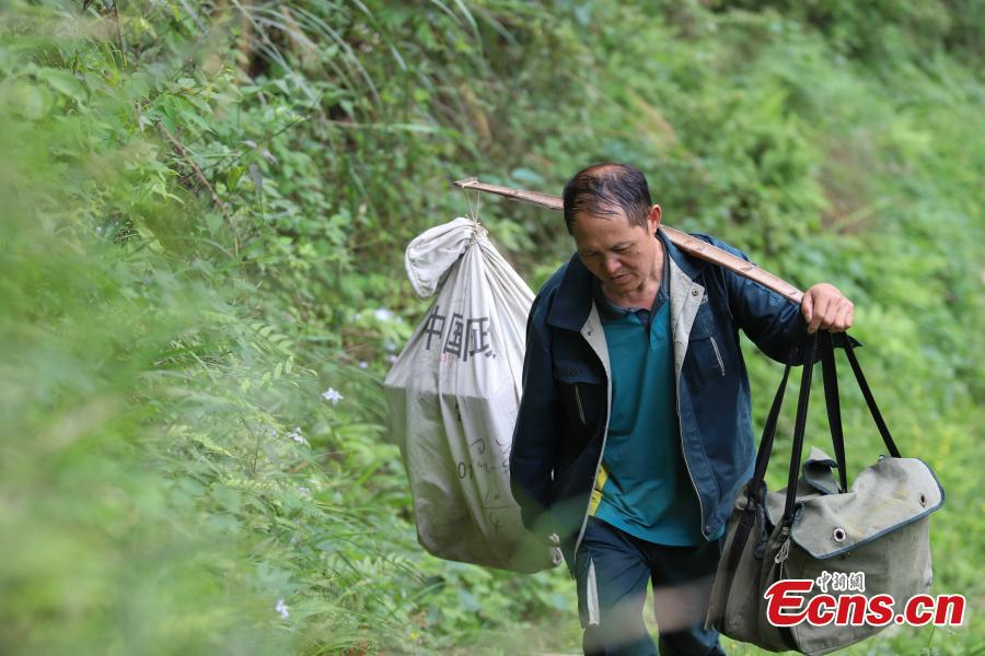 Devoted postman walks 240,000 kilometers in 31 years