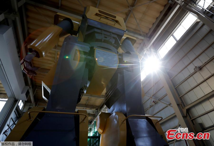Japanese engineer builds giant robot to realize 'Gundam' dream