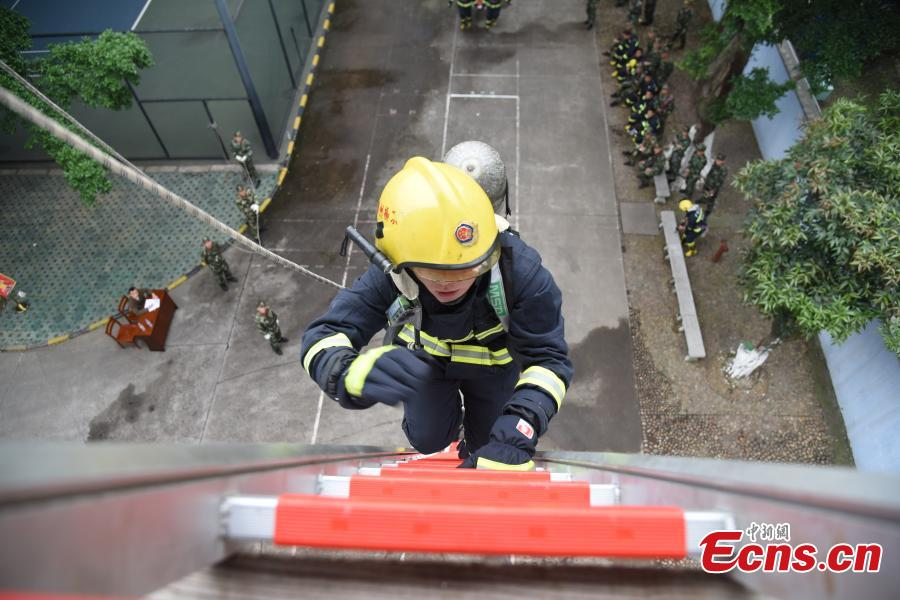 Firefighters climb four floors in 25 seconds