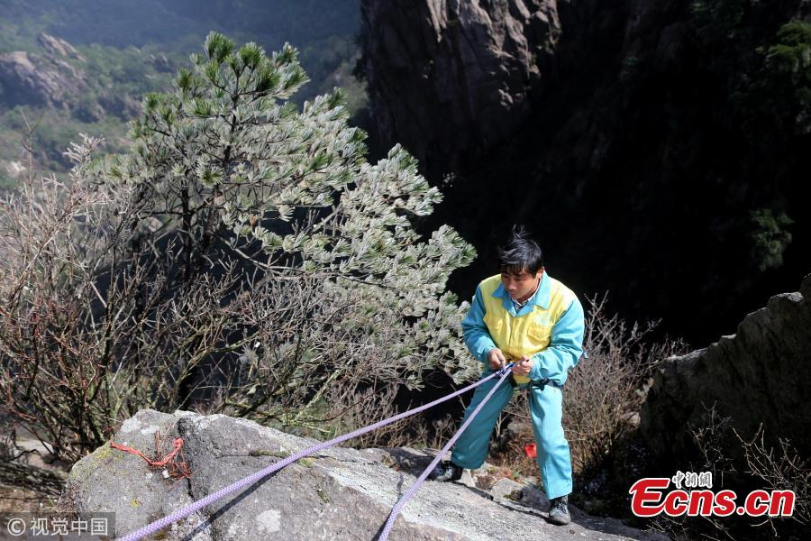 Sanitary worker challenges cliffs for tourists