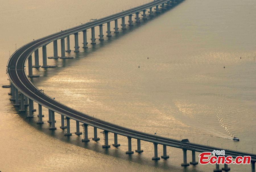 Longest sea bridge links Hong Kong, Zhuhai and Macao