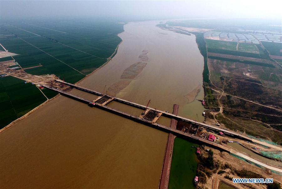 Zhengzhou Yellow River bridge under construction
