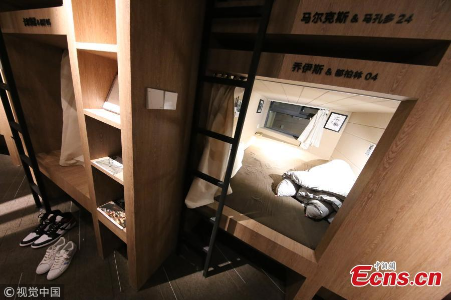 Cats and mini-hotel rooms welcome readers in Zhengzhou bookstore