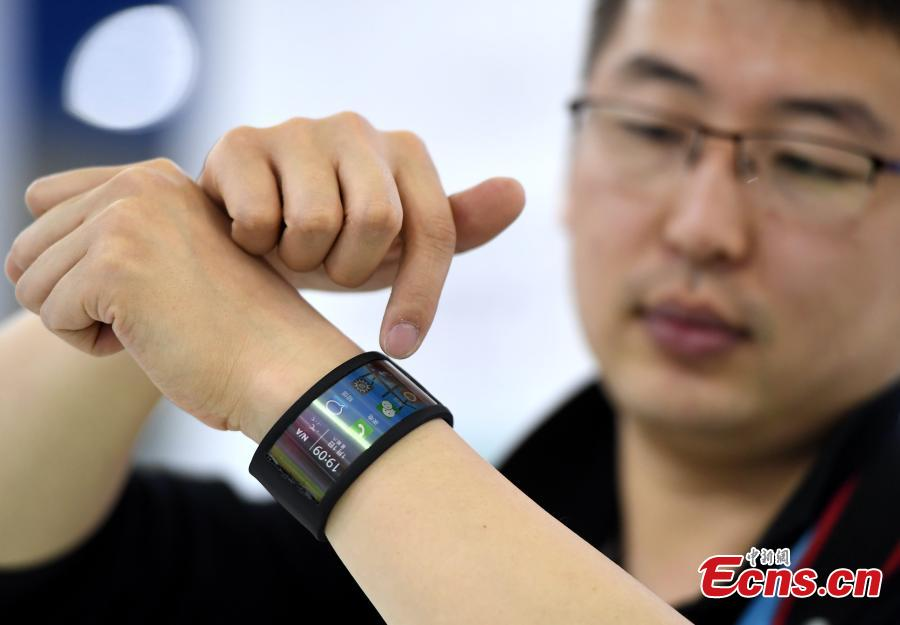 Futuristic gadgets on show at Digital China Summit