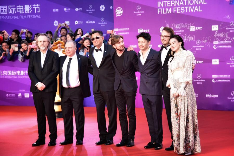 Stars dazzle 2018 Beijing Film Festival closing ceremony