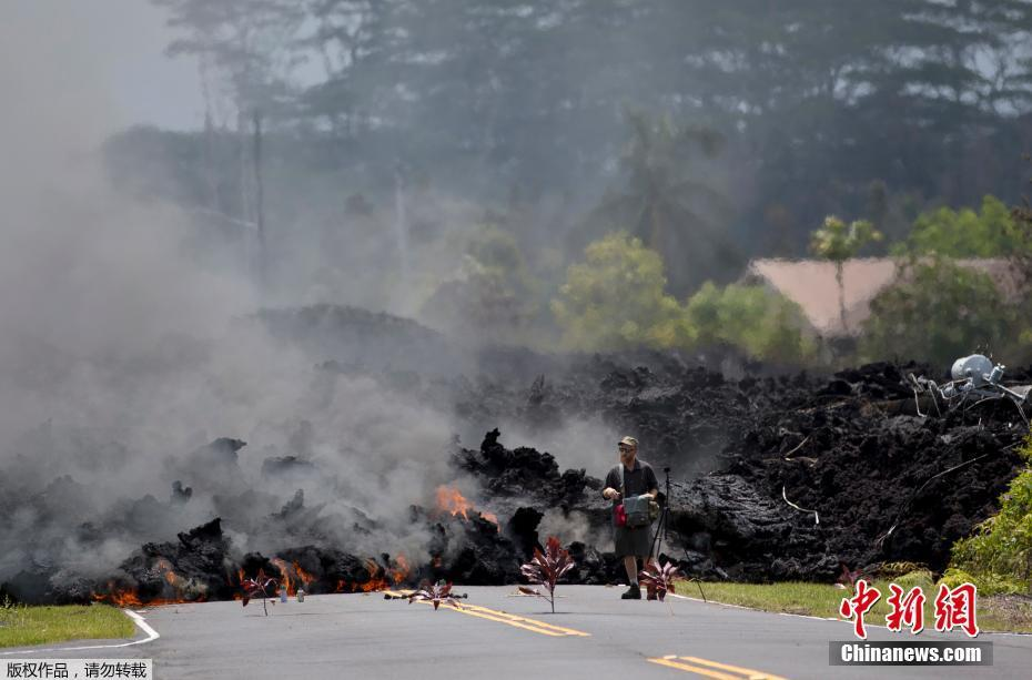 Hawaii's Kilauea volcano continues to erupt amid earthquakes