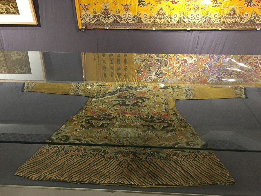 Beihang University pulls back the curtain on brocade exhibit
