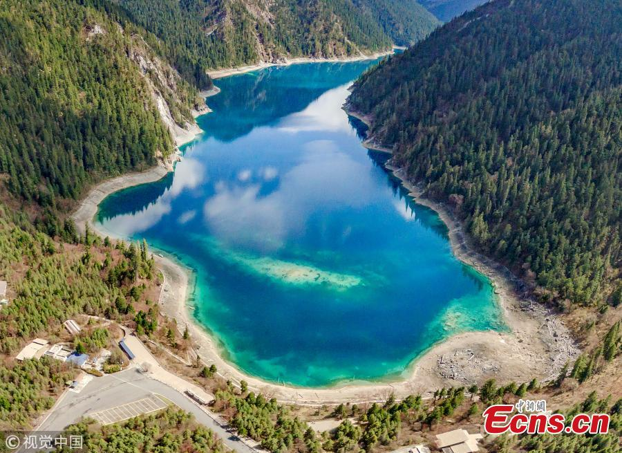 Quake-hit Jiuzhai Valley retains natural charms