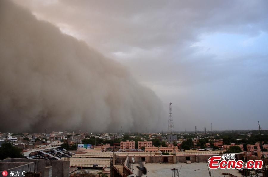 Massive sandstorm hits Indian city