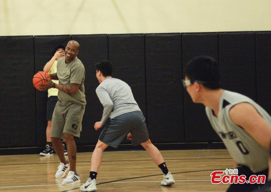 Stephon Marbury shares basketball skills with Chinese students