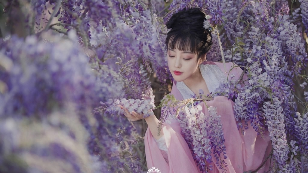 Chinese lady obsessed with reintroducing traditional Han attire to the world