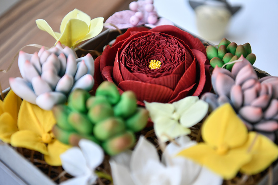 Kunming bakery wows with realistic cakes
