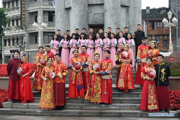 Group wedding of railway construction worker couples held in Chongqing