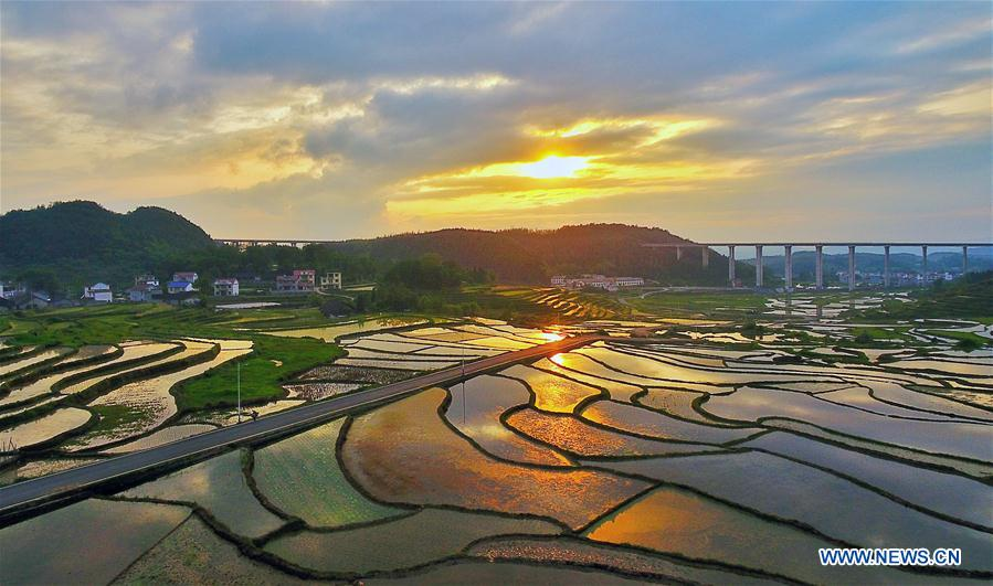 Sunset strikes terraced fields in C China's Hunan