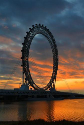 Largest spokeless Ferris wheel opens in eastern city
