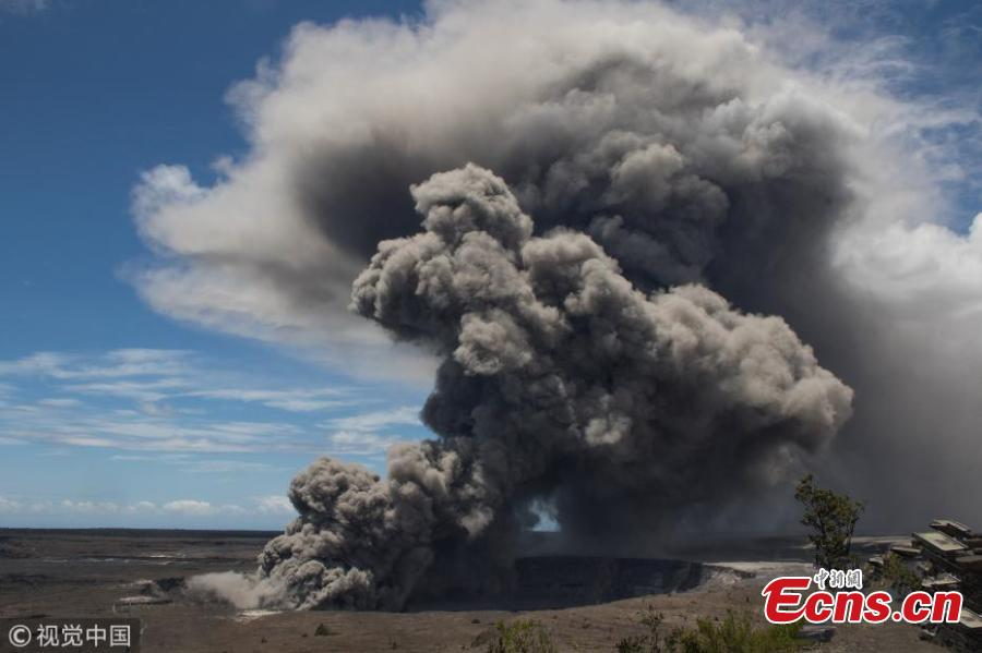 Massive Kilauea eruption sends plume 9,144 meters high