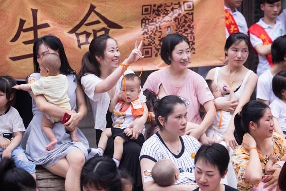 Mothers promote breastfeeding in Fuzhou