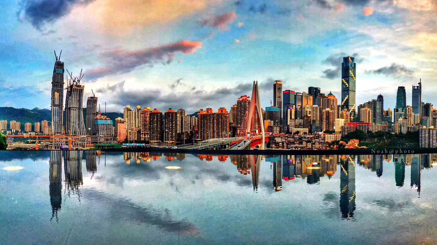 Glittering night views in Chongqing