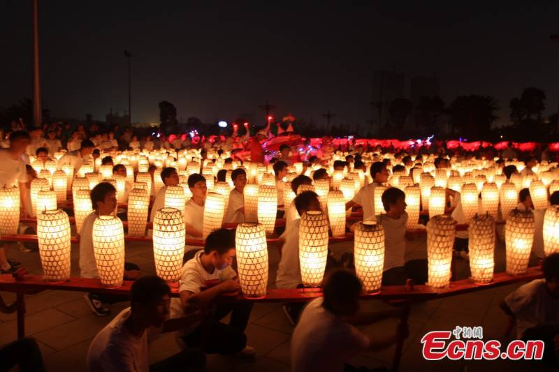 Chinese celebrate Mid-Autumn Festival (1/3) - Headlines, stories ...