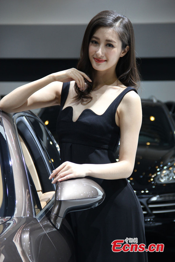 Hot models in auto expo photos