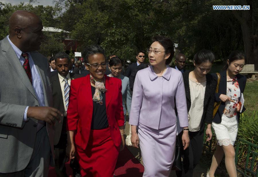 Chinese premier's wife visits Addis Ababa University in