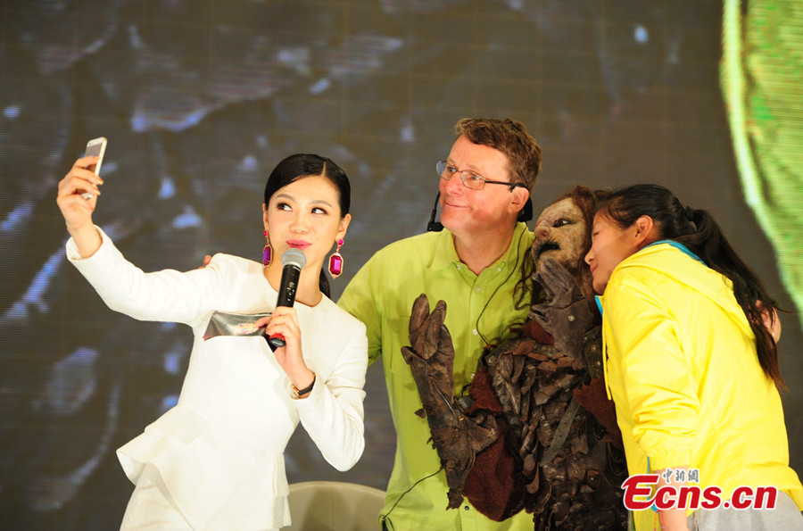 Special Effects Maestro Gives Makeup Show In China's