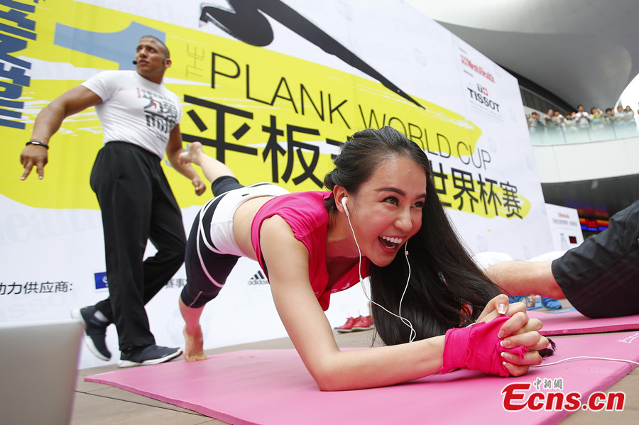 2,000 plank amateurs create new Guinness World record in Beijing (3/8)