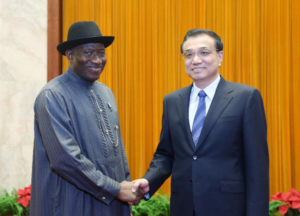 Chinese Premier Li Keqiang(R) shakes hands with Nigerian President Goodluck Ebele Jonathan during their meeting in Beijing, capital of China, July 11, 2013. (Xinhua/Yao Dawei)