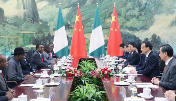 Chinese Premier Li Keqiang (2nd R) meets with Nigerian President Goodluck Ebele Jonathan (2nd L) at the Great Hall of the People in Beijing, capital of China, July 11, 2013. (Xinhua/Yao Dawei)