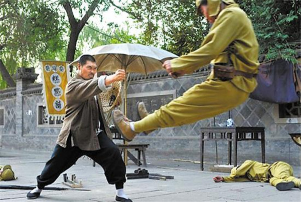 A scene from a TV series that shows a Chinese man repelling a Japanese soldier with his fist. (Photo/CRI)