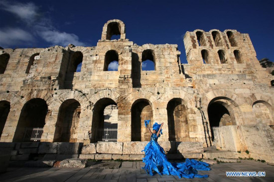 Chinese artist performs in Athens to raise environmental protection awareness