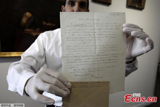 Albert Einstein's note to young female scientist auctioned in Jerusalem