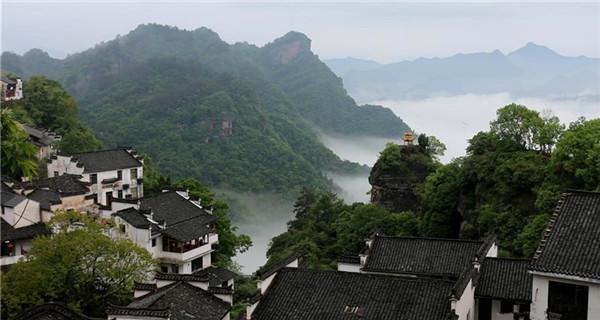 Misty landscapes in Hunan province enchant tourists