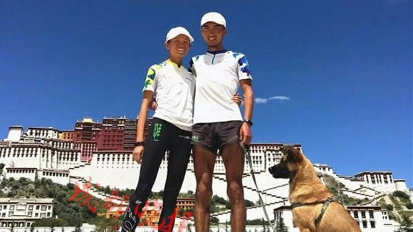 Couple 'run for love' across China
