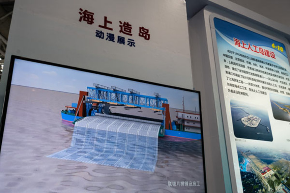 An anime shows a 3,500-cubic-meter/hour cutter-suction dredger during a recent island-making sea technology exhibition in Fuzhou, Fujian province. (Photo by Chen Hao/For China Daily)