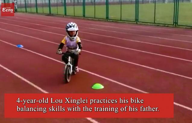 4-year-old kid has amazing bike skills