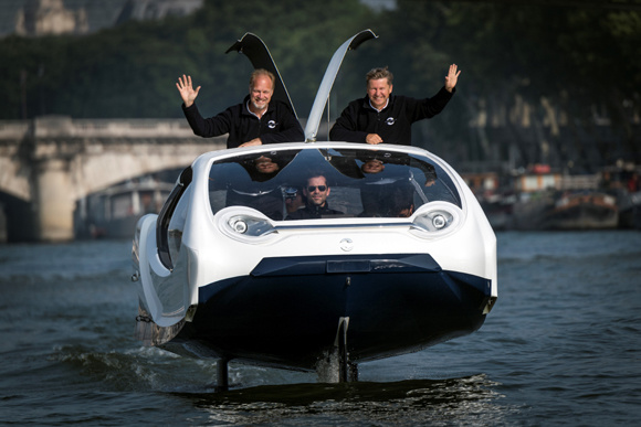 Flying taxi takes to River Seine