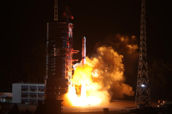 Relay satellite 'Queqiao' launched to explore Moon's far side